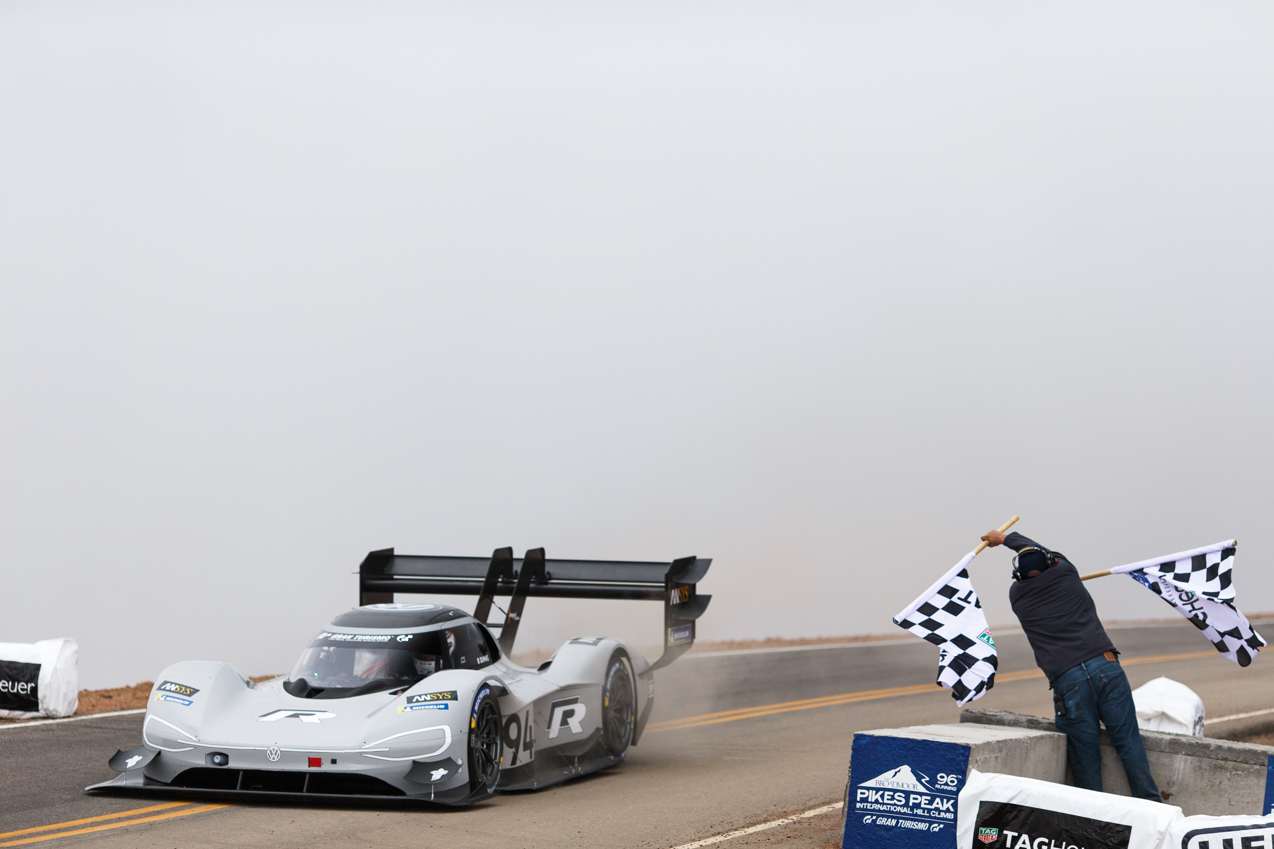 Electric Dumas breaks Loeb's Pikes Peak record