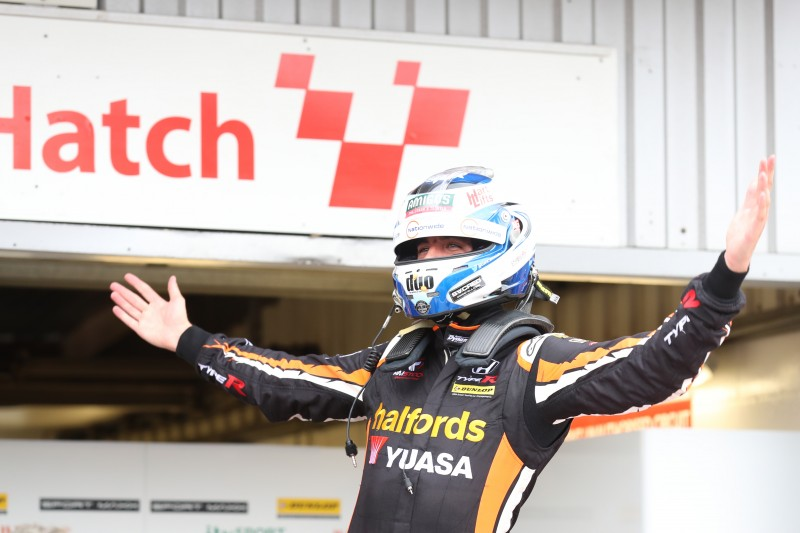 Cammish seals Jack Sears Trophy with double race win at Brands Hatch